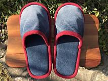 Riflové papuče s červeným lemom