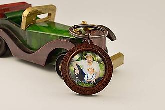 Kľúčenky - Rodinná drevená kľúčenka s vašou fotkou - 11599452_