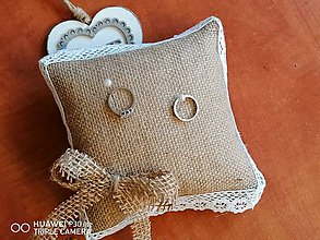 Prstene - Jutový vankúšik s mašľou a krajkou - 11599668_