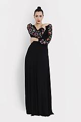 Šaty - Šaty dlhé Joy čierne s vyšívanými rukávmi - 11604429_