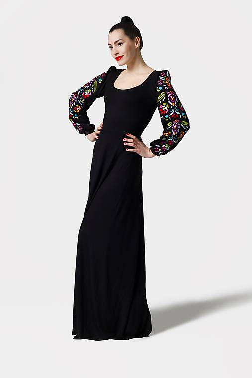 Šaty - Šaty dlhé Joy čierne s vyšívanými rukávmi - 11604419_