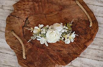 Ozdoby do vlasov - Kvetinový biely polvvenček vhodný na svadby alebo na 1.sv prijímanie - 11605562_