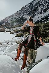 Šaty - Čierne vyšívané šaty Slovenské devy - 11604299_