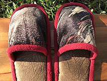 Obuv - Papuče z poťahovky s červeným lemom - 11602633_