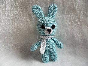 Hračky - Milý háčkovaný zajačik so šálom :-) - 11603774_