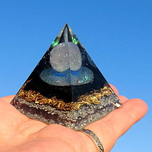 Dekorácie - Orgonit (6) se Šungitem Pyramida Lásky - 11605885_