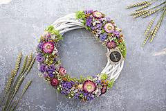 Dekorácie - Kvetinový venček - 11607484_
