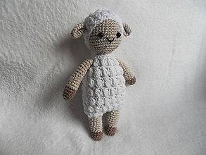 Hračky - Milá háčkovaná ovečka - biela - 11607506_