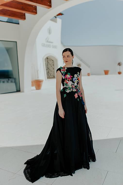čierne šifónové šaty Príbeh víly