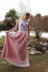 Šaty - Ručne vyšívané plesové šaty - 11606747_