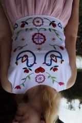 Šaty - Ručne vyšívané plesové šaty - 11606749_
