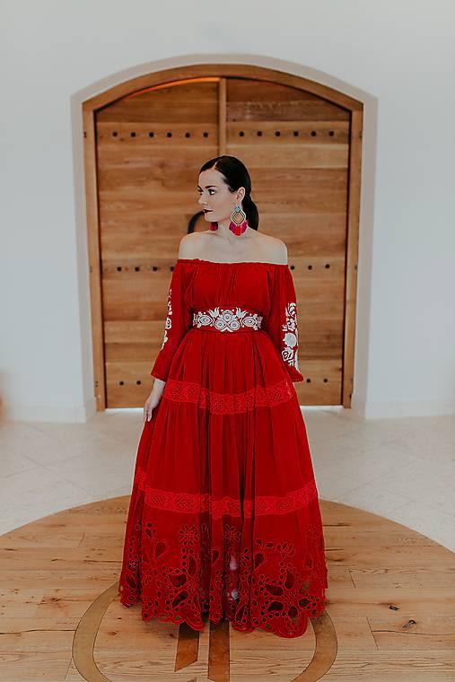 červené šifónové šaty Poľana