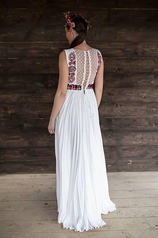 plisované šaty Slovenské devy