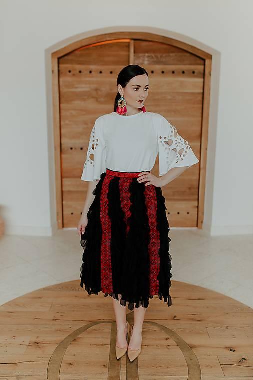 čierna sukňa s pásmi Slavianka