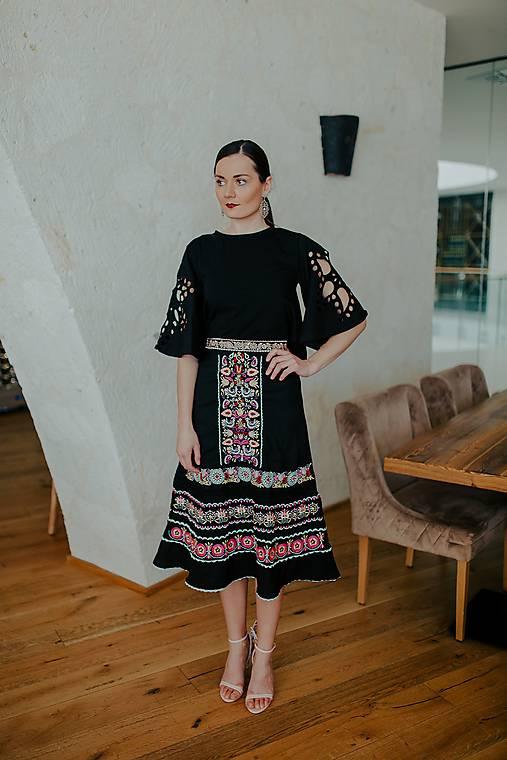 vyšívaná sukňa Slovenské devy