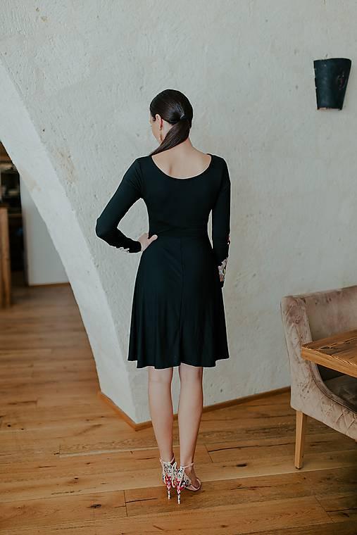 čierne úpletové šaty Poľana