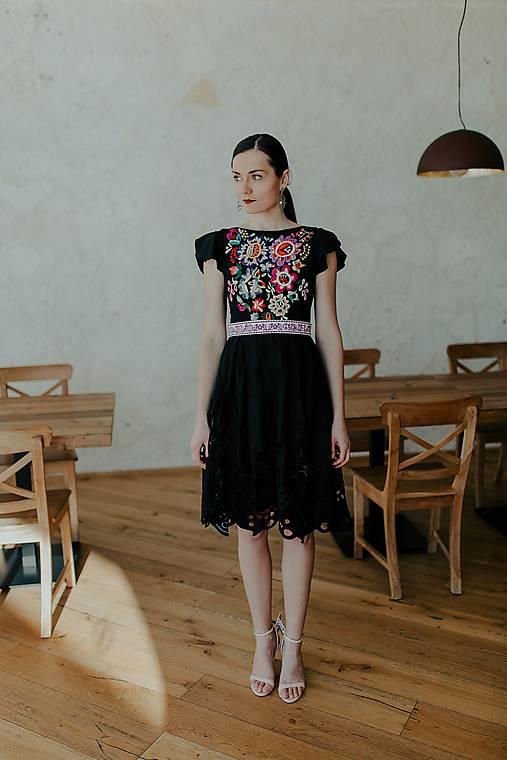 čierne madeirové šaty Poľana