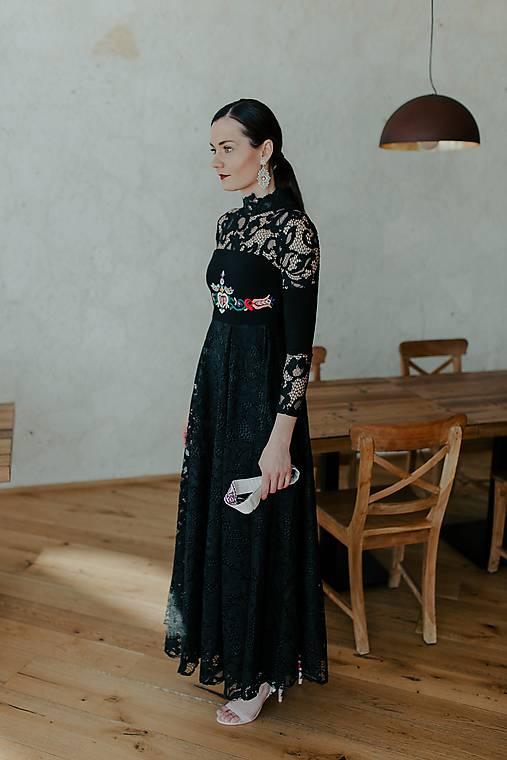dlhé krajkové šaty Slovenské devy