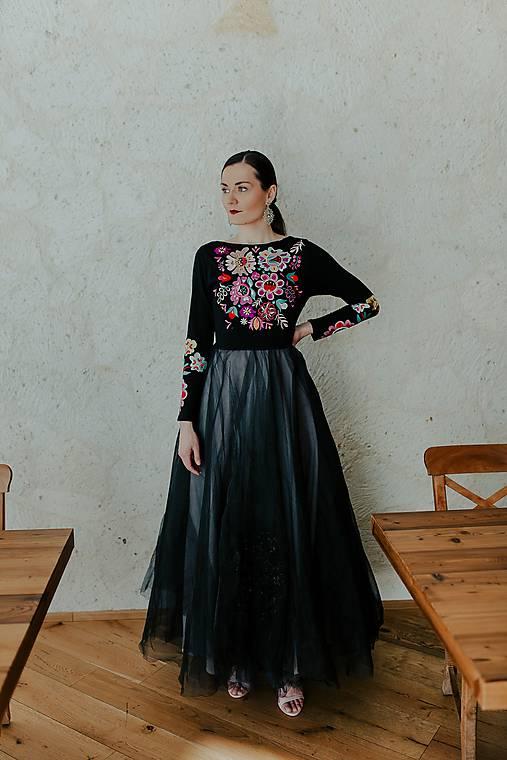 dlhé vyšívané šaty Poľana