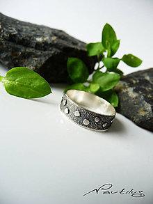 Prstene - Strieborná obrúčka Ag925 s ornamentom I. - 11613716_