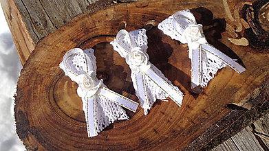 Pierka - Svadobné pierka bielo zlaté s ružičkou - 11613335_