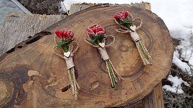 Pierka - Svadobné pierka vintage juta červeno zelené so srdiečkom - 11614248_