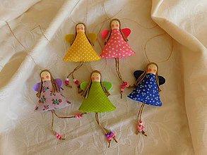 Dekorácie - Jarný korálkový mini anjelik, 9 cm, SKLADOM - 11614336_