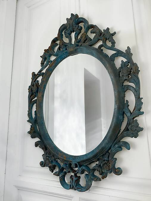 Nástenné zrkadlo s koralovým efektom
