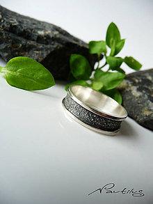 Prstene - Strieborná obrúčka Ag925 s ornamentom V. - 11615800_