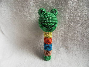 Hračky - Háčkovaná hrkálka - žabka - 11616444_