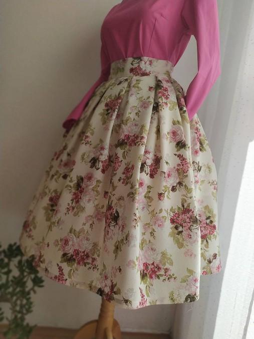 Kvetovaná retro sukňa