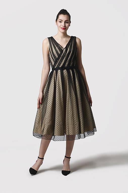 Šaty - Šaty béžové s čiernym bodkovaným tylom - 11622345_