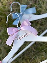 Svadobné vešiaky ružovomodré