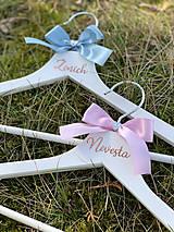 Nábytok - Svadobné vešiaky ružovomodré - 11624488_