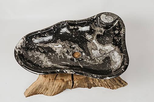Umývadlo zo skamenelín