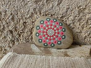 Dekorácie - Katkina mandala - Na kameni maľovaný - 11631022_