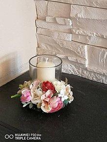 Dekorácie - Vintage staroružovo-ivory svietnik na dreve so sviečkou - 11635270_