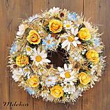 Dekorácie - Celoročný veniec na dvere v jemných farbách - 11639171_