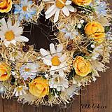 Dekorácie - Celoročný veniec na dvere v jemných farbách - 11639173_