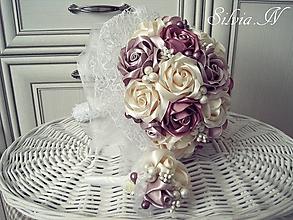 Dekorácie - Svadobná kytica,svadobné pierko.Ruže zo stúh. - 11640758_