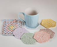 Úžitkový textil - Háčkované podšálky farebné - sada - 11640683_