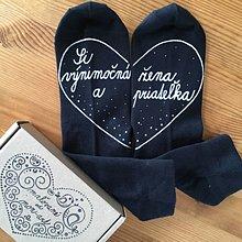 """Obuv - Maľované čierne ponožky s nápisom: """"Si výnimočná žena a priateľka :)"""" (Čierne) - 11641807_"""