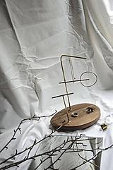 Dekorácie - Stojan na šperky /ˈhaptɪk/ walnut - 11646755_
