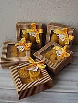 Dekorácie - Veľkonočná krabička (2 vajíčka - sviečky) - 11645141_