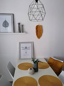 Dekorácie - Makrame závesná dekorácia - list, pierko - 11646619_