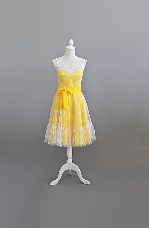 Letné bodkové šaty na viazanie