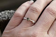 Prstene - Vetvička s vltavínom v bielom zlate - 11650615_