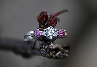 Prstene - Vetvičkový s rúžovými turmalínmi a čírym zirkónom - 11650587_