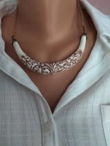 Náhrdelníky - Biely náhrdelník - 11650641_