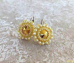 Náušnice - Nežné žlté kvetinkové Swarovski náušnice - 11653034_